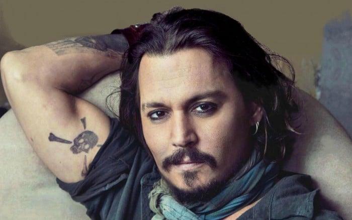 Johnny Depp o amante latino dos tipos de barba
