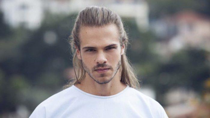 Que tal um visual surfista para quem está Estilizando o cabelo?
