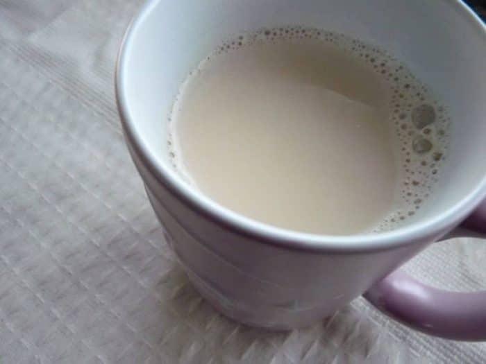 O leite queimado está entre as Bebidas para aproveitar o frio que vão salvar o seu sono