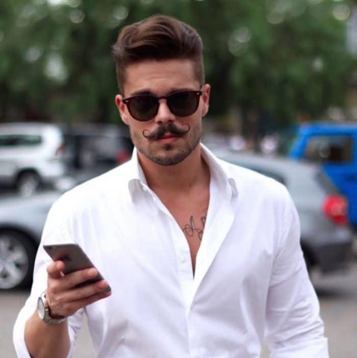 Camisas brancas são um dos grandes coringas no Guarda roupas masculinos
