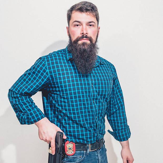 Faça como o Delegado Hipster, combine a barba bem cuidada com trajes mais sociais