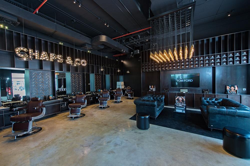 As Barbearias de Luxo de Dubai puxam as ideias mais variadas, incluindo a experiênxia clássica de NY